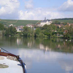 Moezel wijngaarden Duitsland vanaf het water